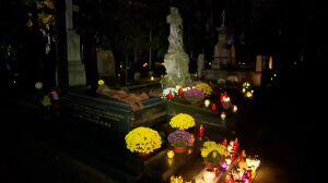 Wszystkich Świętych. Warszawiacy odwiedzają cmentarze