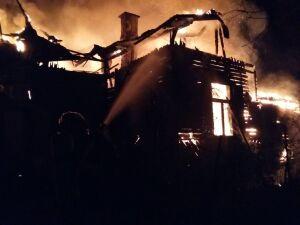 Świdermajer poszedł z dymem. Strażacy walczyli siedem godzin