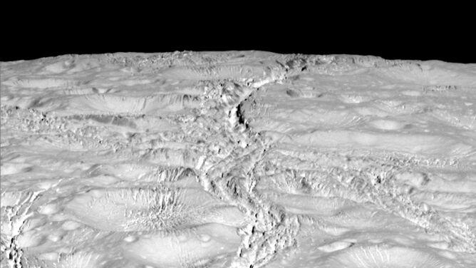 Cassini przeleciała nad północnym biegunem Enceladusa. Zdjęcia zaskoczyły naukowców