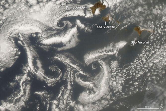 Pył nad Wyspami Zielonego Przylądka (NASA)